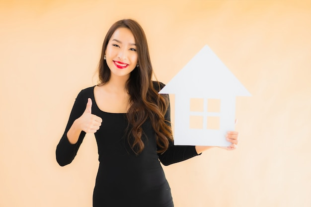 Retrato hermosa joven asiática con banner de inicio