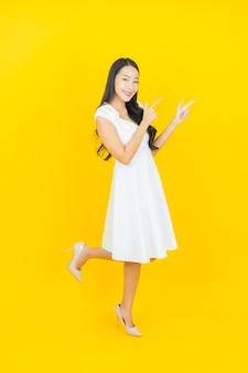 Retrato hermosa joven mujer asiática sonrisa