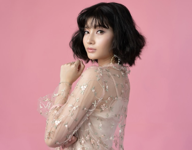 Retrato hermosa mujer asiática con piel limpia