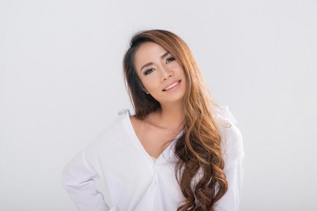 Retrato de hermosa mujer asiática.