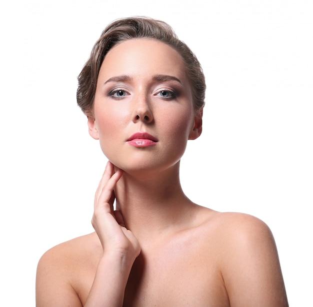 Retrato de hermosa mujer desnuda por concepto de cuidado de la piel