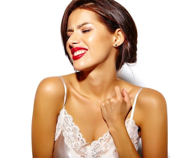 Retrato de hermosa mujer infeliz modelo sentirse mal