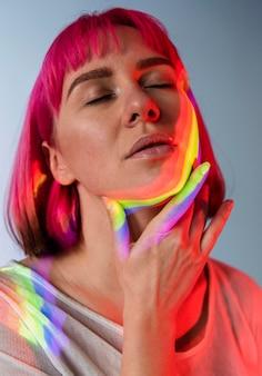 Retrato de hermosa mujer queer