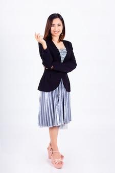 Retrato hermosa mujer trabajadora en blanco