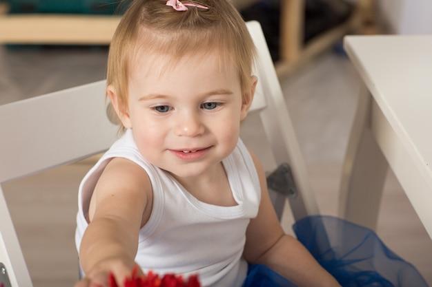 Retrato de una hermosa niña liitle