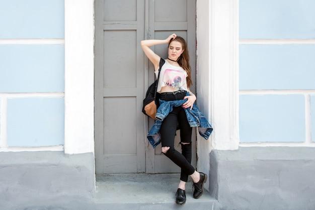 Retrato de una hermosa niña moderna