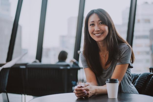 Retrato hermoso de la mujer japonesa