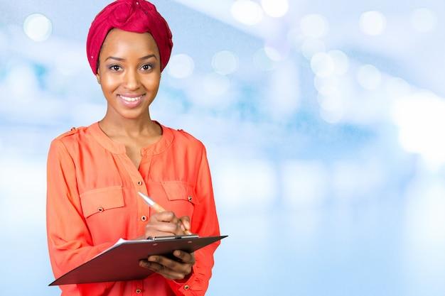 Retrato hermoso de la mujer negra