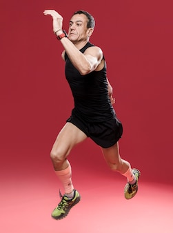 Retrato hombre corriendo