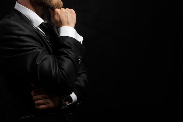 Retrato de hombre elegante guapo