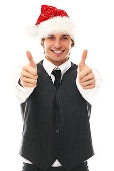 Retrato de hombre joven feliz con gorro de papá noel