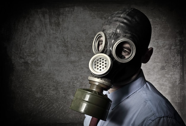 Retrato de hombre con máscara