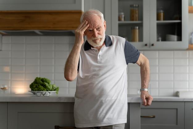 Retrato, de, hombre mayor, con, alzeihmer