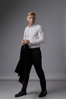 Retrato de hombre de negocios confidente