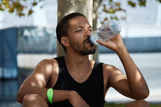Retrato, de, joven, agua potable