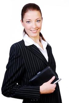 Retrato de una joven empresaria exitosa con una agenda y lápiz en las manos