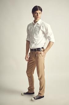 Retrato de un joven empresario guapo