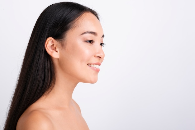 Retrato de joven mujer asiática