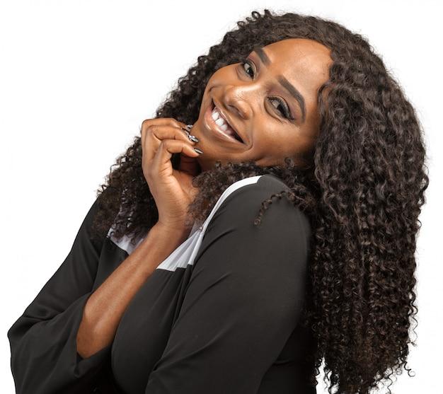 Retrato joven mujer sorprendida afroamericana