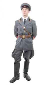 Retrato de un joven oficial del ejército soviético, aislado en blanco