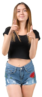 Retrato de una joven sonriente, levantando el dedo