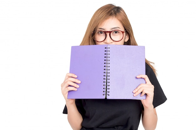 Retrato del libro de la explotación agrícola del estudiante femenino aislado en el fondo blanco