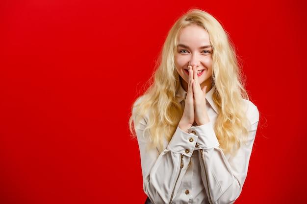 Retrato de linda linda encantadora adorable encantadora alegre alegre chica positiva