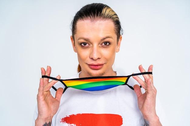 Retrato masculino transexual apoyo conceptual para personas gays lesbianas transgénero y contra la homofobia