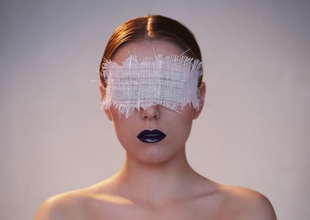 Retrato de moda de una mujer