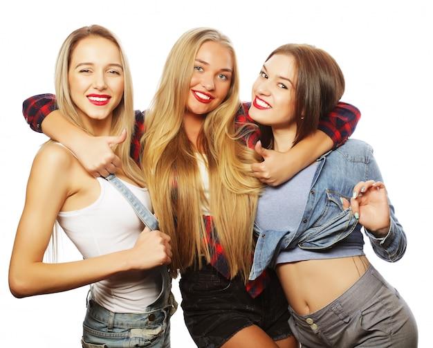 Retrato de moda de tres chicas sexy con estilo mejores amigas