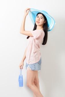 Retrato de la muchacha hermosa joven asiática