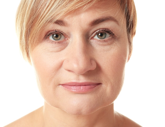 Retrato de mujer adulta mayor,
