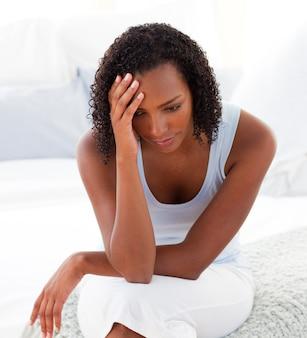 Retrato de una mujer afroamericana enojada