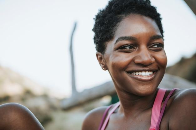 Retrato de una mujer alegre