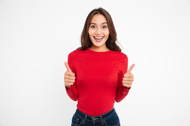 Retrato de una mujer asiática atractiva feliz