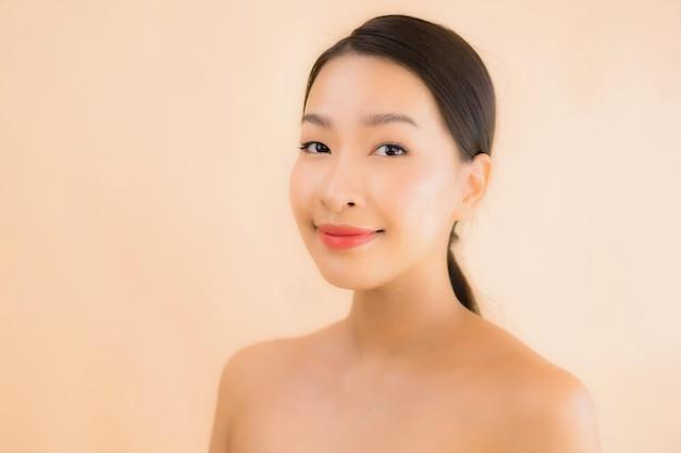 Retrato mujer asiática joven hermosa cara con concepto de spa de belleza