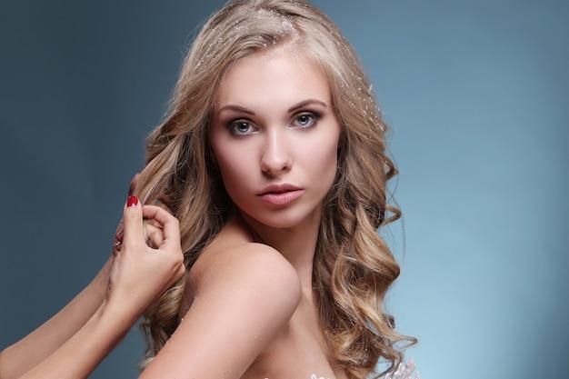 Retrato de mujer bella y atractiva