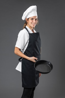 Retrato mujer chef con pan