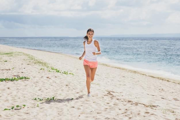 Retrato de mujer deportiva para correr