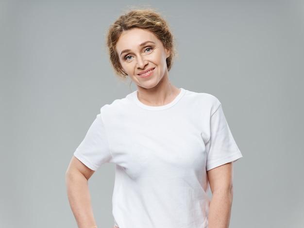 Retrato de una mujer en la edad adulta