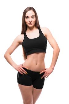 Retrato de mujer fitness aislado sobre fondo blanco.