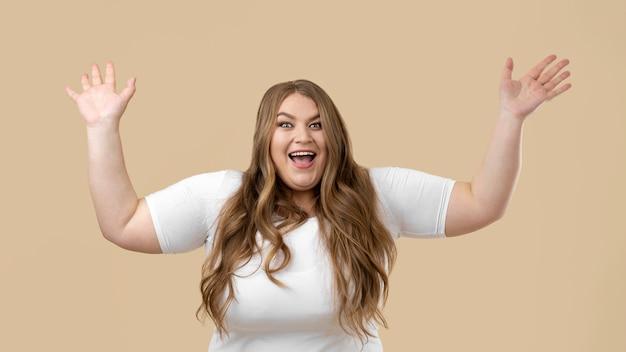 Retrato de mujer de gran tamaño confiada