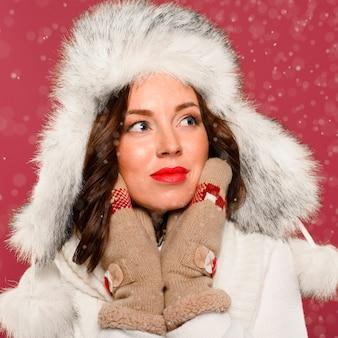 Retrato de mujer hermosa modelo de invierno