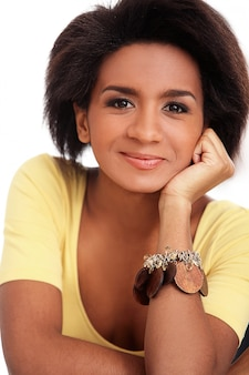 Retrato de mujer joven brasileña