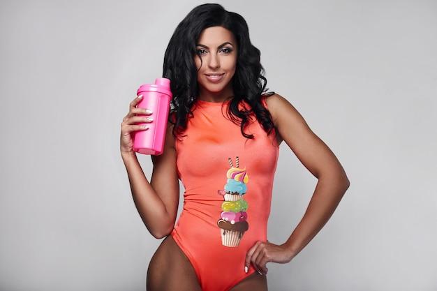 Retrato de mujer joven fitness ropa deportiva
