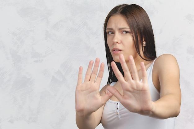 Retrato de mujer joven infeliz