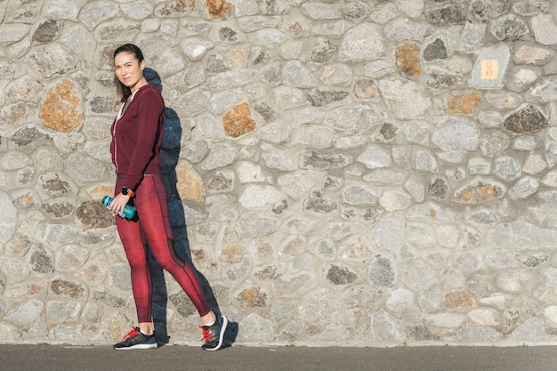 Retrato de mujer joven lista para entrenar