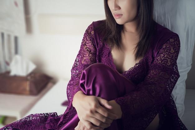 Retrato de una mujer joven que sufre de insomnio