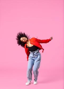 Retrato, mujer joven, saltar