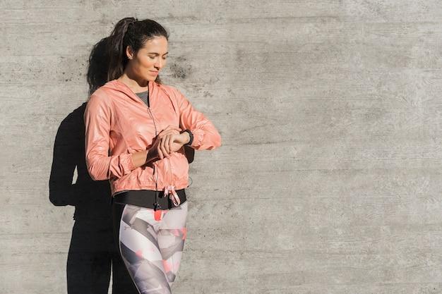 Retrato de mujer lista para entrenar